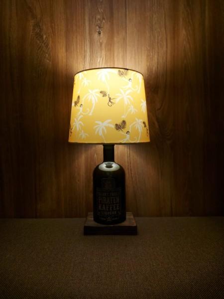 Lampe mit Schirm / Piratenkaffee / Upcycling